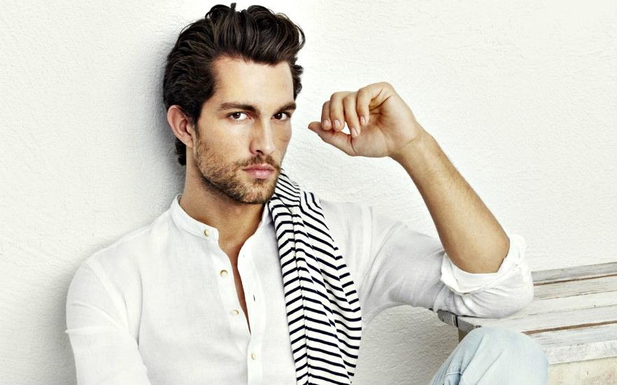 Camasa alba pentru barbati: 6 tinute diferite